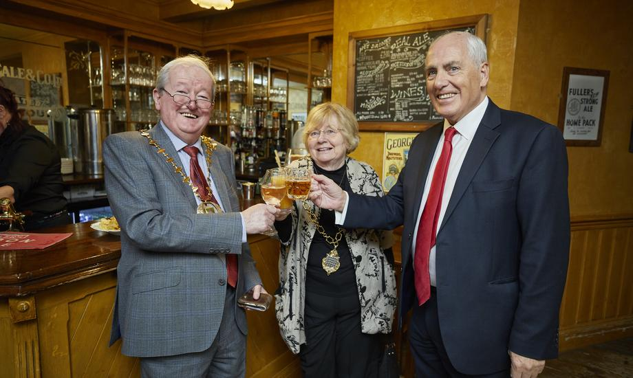 Town Mayor Cllr Baverstock visits The Baverstock Arms