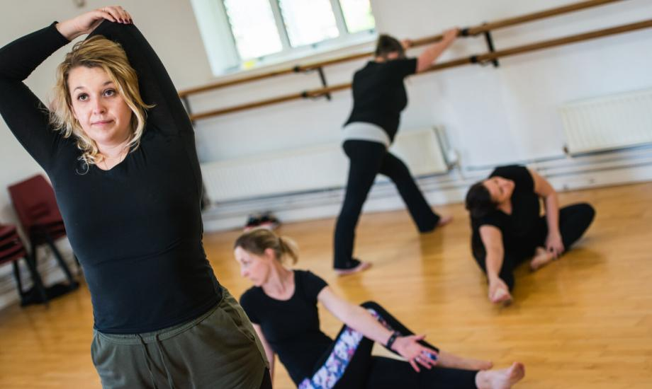 Online: Dance, Shape and Tone