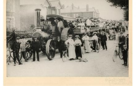 Large group on wagons
